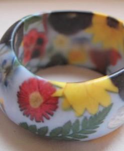 Bracciale in resina con fiori