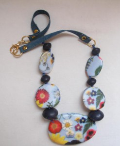 resin flowers necklace